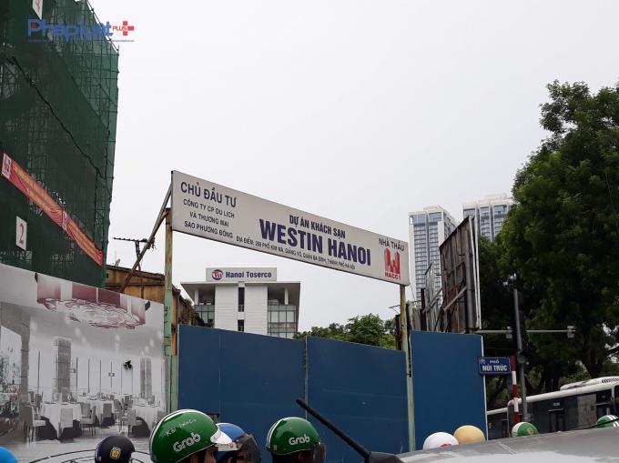Cổng dự án tại giao đường Núi Trúc và Kim Mã.
