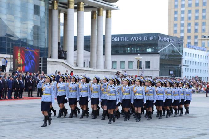 Nhân kỷ niệm Quốc khánh, Quân đội Mông Cổ vừa tiến hành cuộc diễu binh lớn với sự tham gia của hàng nghìn binh sĩ quân đội, cảnh sát, biên phòng, dân quân... Nguồn ảnh: dambiev