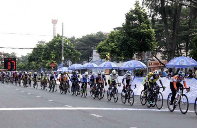 Chặng đua đầu tiên diễn ra quanh đường Vành Đai Trong (Tp.HCM).