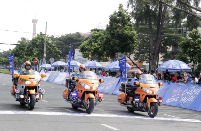 Nước uống vận động Number 1 Active Chanh Muối là nhà tài trợ của Giải.