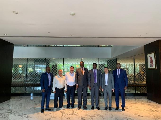 Đại diện lãnh đạo Tập đoàn T&T Group và đại diện lãnh đạo Chính phủ Tanzania.