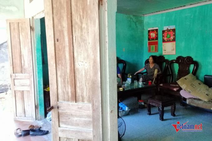 Căn nhà bà Hiền chơ vơ sau khi bị thu hồi đất.