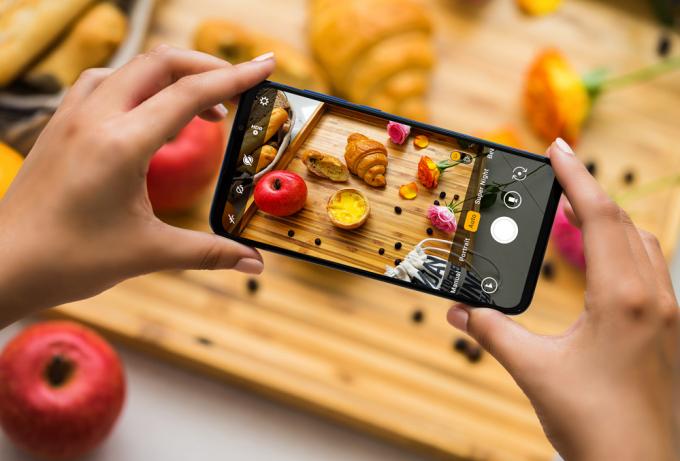 Camera 5MP với khả năng chụp ảnh xóa phông sẽ đảm bảo chủ thể nổi bật trong khi khung cảnh xung quanh được làm mờ.