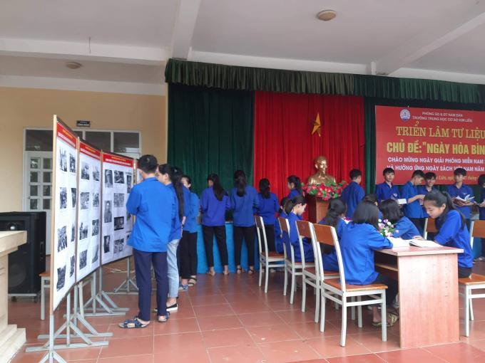 Đoàn viên thanh niên của trường hưởng ứng ngày đọc sách Việt Nam