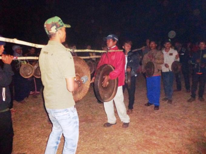 Cồng chiêng là loại nhạc cụ truyền thống, cực kỳ quan trọng trong đời sống của người Jrai. Ảnh: Minh Trang