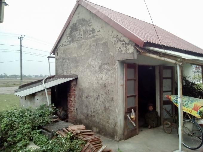 Ngôi nhà nhỏ rộng 5m2được xóm làng chung tay dựng cho cụ.