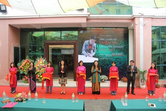 Lễ khai mạc triển lãm bảo tàng phụ nữ.