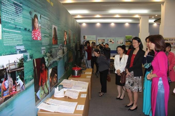 Giúp người xem có những nhìn nhận thực tế về thiên tai bão lũ, hạn hán, nước biển dâng… đang từng ngày ảnh hưởng tiêu cực đến cuộc sống của người dân Việt Nam, nhất là phụ nữ.ác đại biểu tham dự cuộc triển lãm.