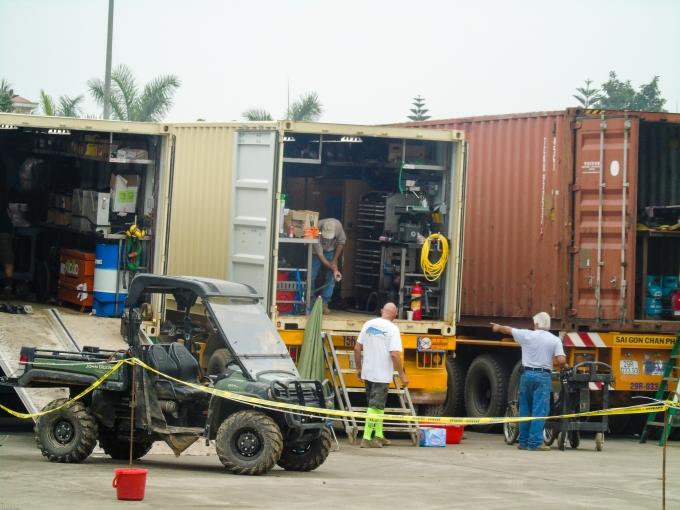 Khối lượng trang thiết bị, máy móc khủng được vận chuyển từ Tràng An về từ ngày mùng 8/3.