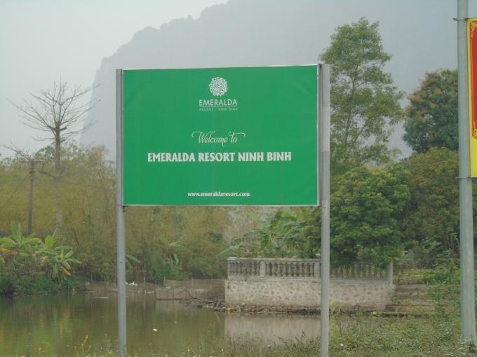 Theo tìm hiểu, đoàn làm phim của Hollywwood đã chọn đặt Resort Emeralda tại xã Gia Vân, huyện Gia Viễn làm nơi nghỉ ngơi trong những ngày quay tại Ninh Bình. Đây là khu resort gần ngay cạnh khu bảo tồn sinh thái đầm Vân Long.