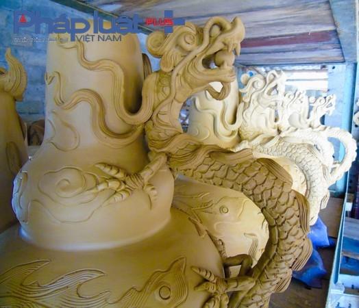 """Một lái buôn đã có nhiều năm mua các sản phẩm gốm của làng cho biết: """" Sản phẩm của làng luôn được mọi người ưu chuộng, vì chất lượng bền lâu, chất đất tốt và mẫu mã đẹp""""."""