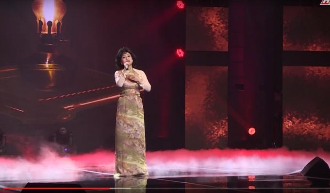 Ánh Linh mở màn đêm thi với ca khúc