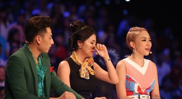 Văn Mai Hương rất xúc động với phần trình diễn của Văn Cường.