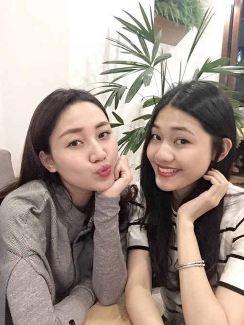 Hình ảnh đời thường của 2 chị em Thanh Thanh Tú - Á hậu Trà My (bên trái).
