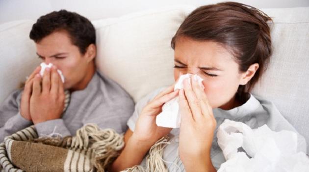 Bệnh cảm cúm dễ bị lây truyền do virus cúm từ người bệnh phát tán trong không khí.(Ảnh minh họa)