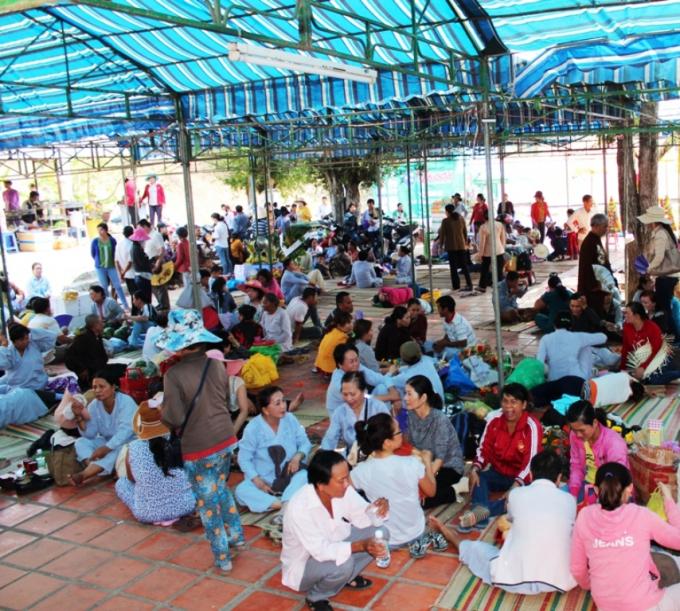 Lễ hội Am Chúathu hút đông đảo người dân tham gia.