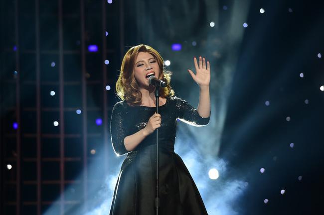 Phượng Vũ hóa thân thành Adele với ca khúc nổi tiếng ''Hello''.