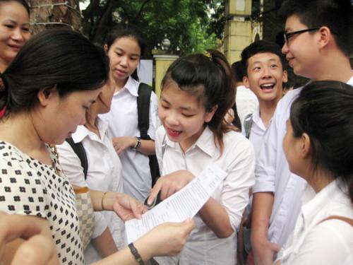 Số lượng thí sinh dự thi tăng đột biến khiến nhiều học sinh, phụ huynh lo lắng