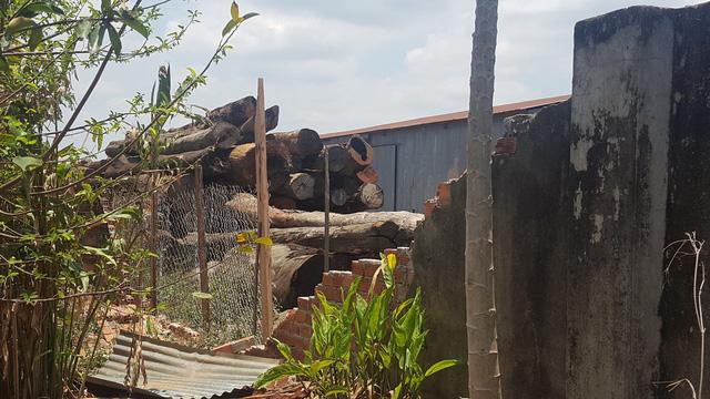 Một góc bên trong xưởng gỗ rộng lớn của Phương