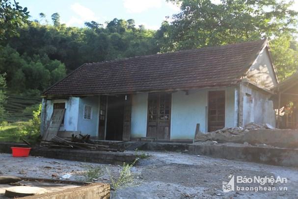 Căn nhà cấp 4 cũ kỹ của vợ chồng anh Tài, chị Thao hiện không còn vật dụng gì đáng giá. Ảnh: Diệp Phương.