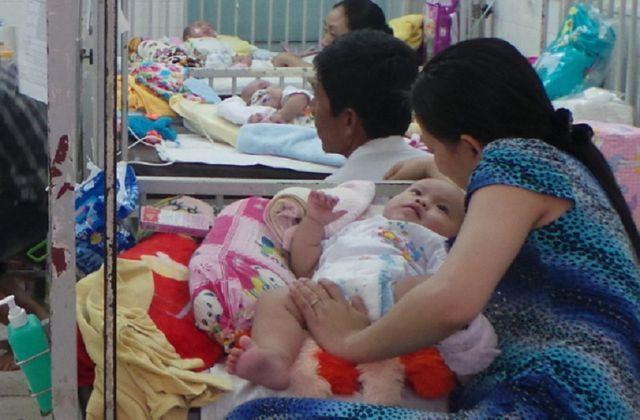 Trẻ em cần được bảo vệ để tránh bị tay chân miệng tấn công