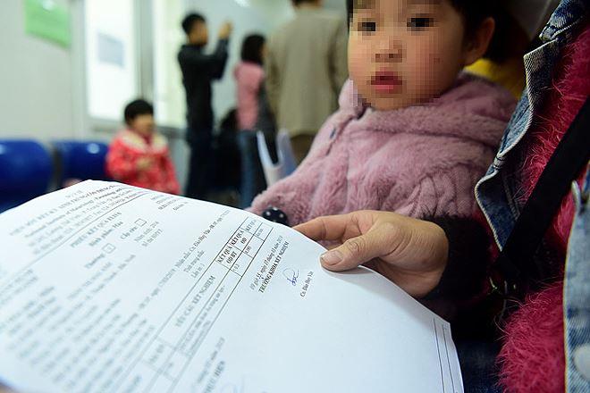 Trẻ Bắc Ninh xét nghiệm sán lợn tại Viện Sốt rét Ký sinh trùng Côn trùng Trung ương. Ảnh:Giang Huy.