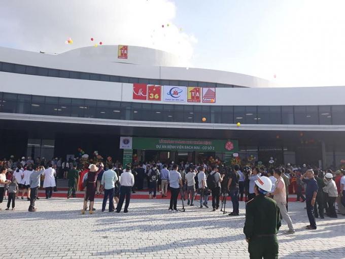 Nhiều người dân đã đến dự lễ khai trương để tìm hiểu thông tin