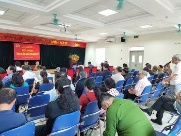 Ông Lê Thanh Huyến đóng góp ý kiến về công tác an ninh trên địa bàn