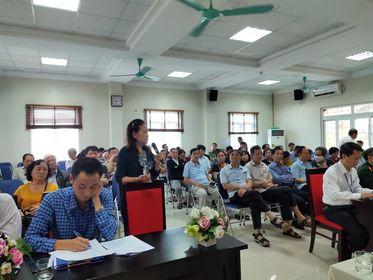 Bà Nguyễn Xuân Lan đại diện tổ dân phố số 13 phát biểu ý kiến