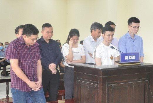 Nhóm bị cáo tại tòa Ảnh: C.L