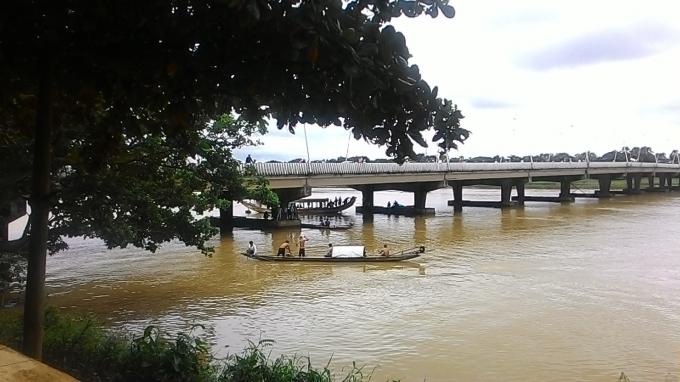 Thi thể của nạn nhân được tìm thấy gần móng cầu phía nam cầu Phú Phú Xuân.