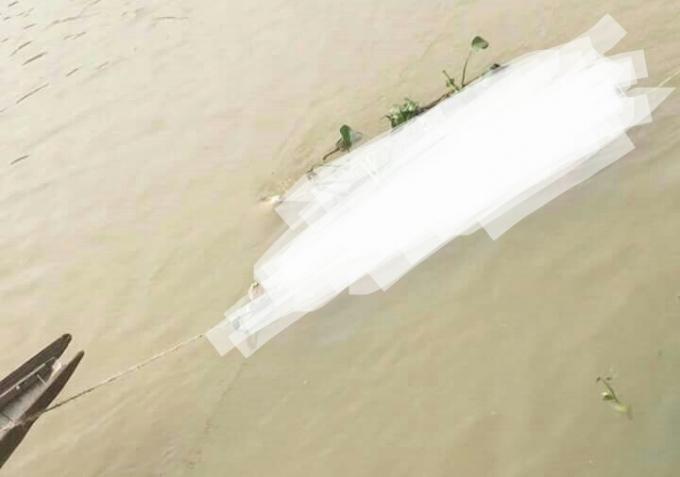 Thi thể một người đàn ông đang có dấu hiệu phân hủy trên sông Như Ý.