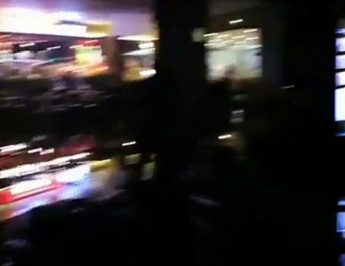 Vụ cháy xuất phát từ tầng 3 của tòa nhà. (Ảnh cắt từ clip - Nguồn: Huyền Đỗ)