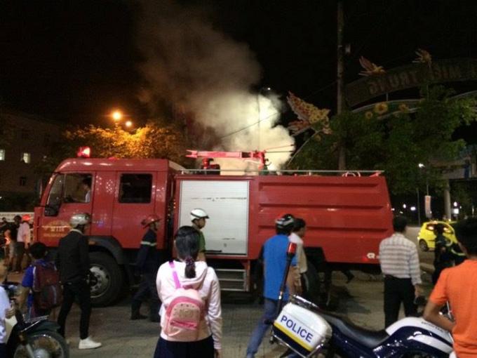 Xe chữa cháy đã được điều động đến khống chế đám cháy.