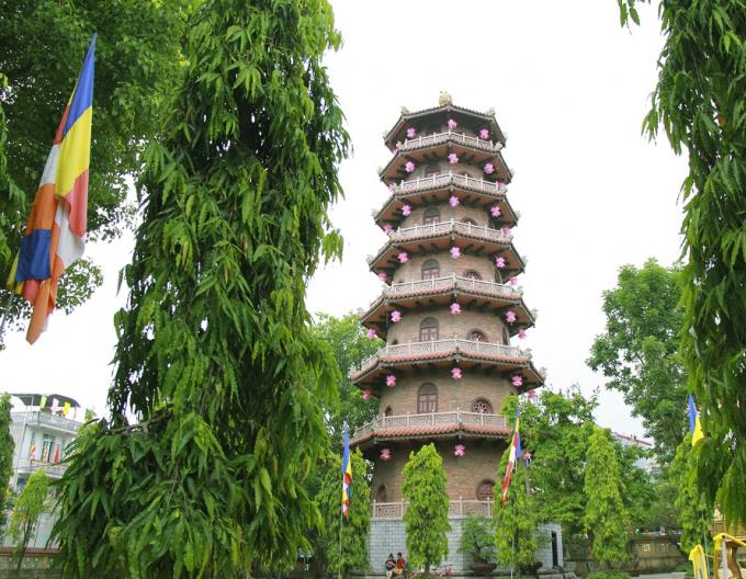 Chùa Từ Đàm (TP Huế) trang trí công phu cho ngày Lễ Phật đản.