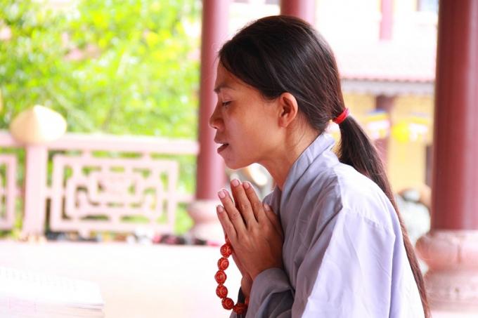 Đây là dịp cho các Phật tử thành kính, lạy bái trước Phật.