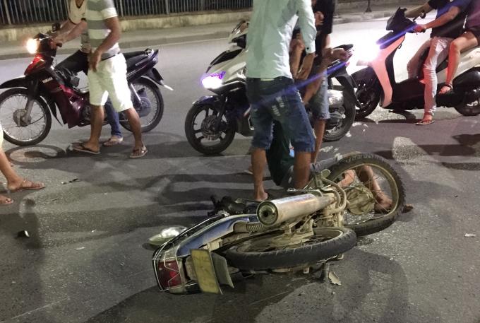 Sau vụ tai nạn nạn nhân đã được người dân đưa cấp cứu tại bệnh viện trung ương Huế.