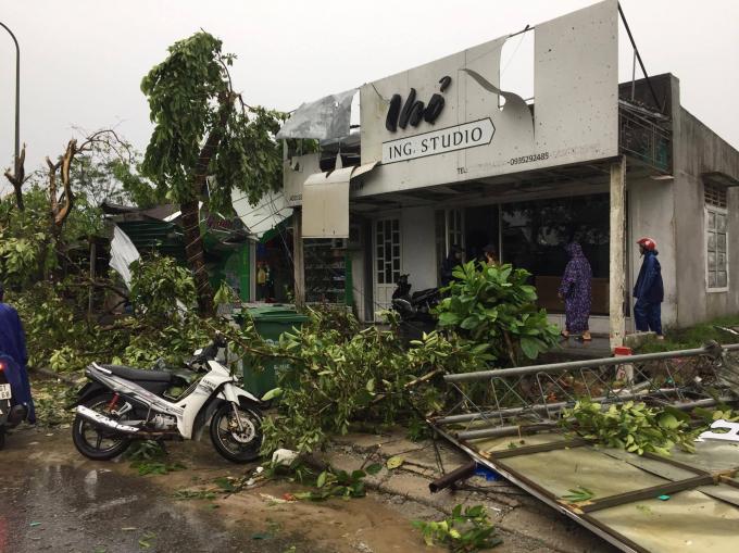 Thừa Thiên Huế: Hàng trăm ngôi nhà bị tàn phá do ảnh hưởng bão số 10