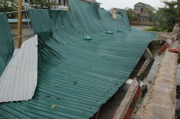 Công trình tại Trường THCS Phú Hải bị hư hỏng nặng.