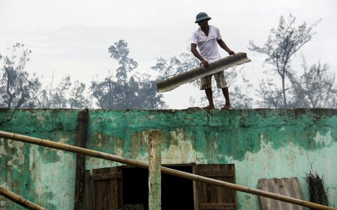 Quặn lòng hình ảnh những thứ sót lại sau bão tại làng biển Quảng Bình