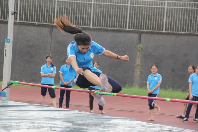 Các VĐV nữ tranh tài ở nội dung nhảy cao.