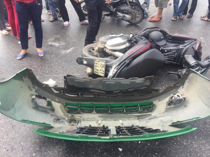 Vụ tai nạn khiến 2 xe hư hỏng nặng (Ảnh: Đăng Hậu)
