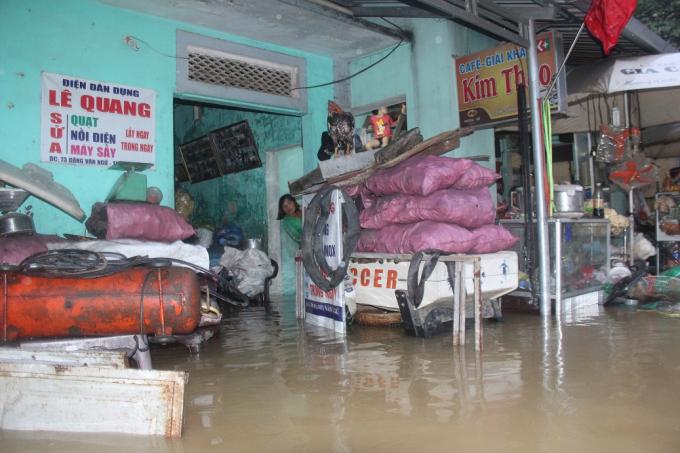Nhiều nhà dân ngập sâu trong nước.