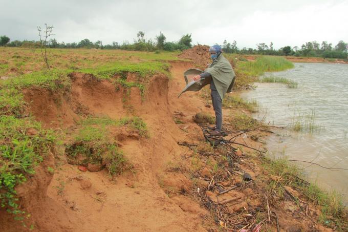 Người dân đứng trước nguy cơ mất đất do