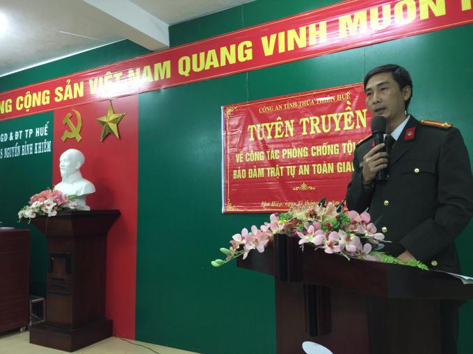 Trung tá Nguyễn Trọng Lành - Phó đội trưởng Đội Dân Vận tổng hợp Phòng PV28 tại buổi tuyên truyền...