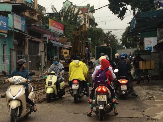 Tình trạng kẹt xe tại Nguyễn Trường Tộ.