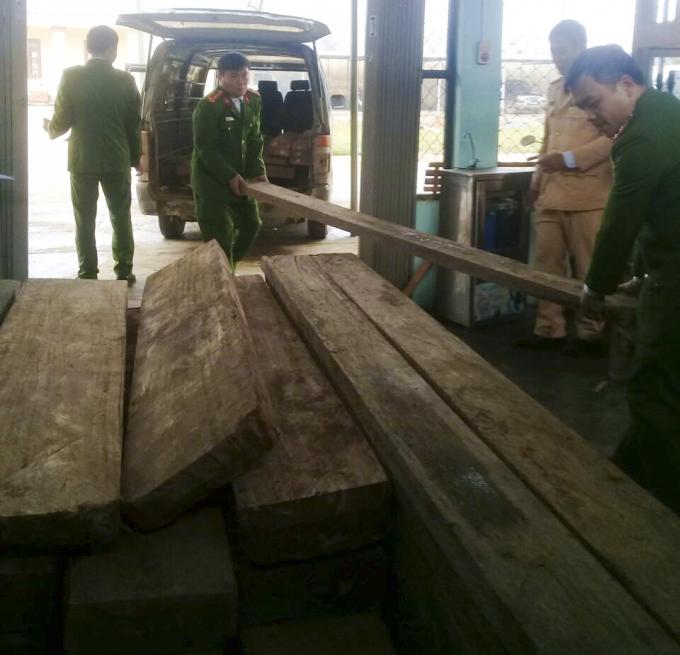 Toàn bộ số gỗ lậu bị thu giữ thuộc nhóm 4.