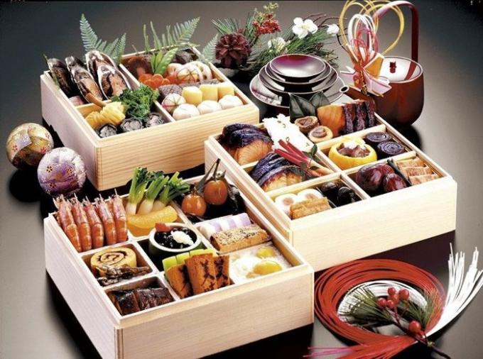 Phụ nữ Nhật Bản sẽ vào bếp chuẩn bị các món ăn cũng như làm bánh Tết.