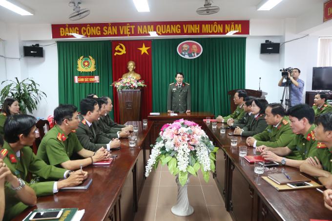 Giám đốc Công an tỉnh đã nhiệt liệt biểu dương những thành tích đạt được của Phòng CSKT và các đơn vị.