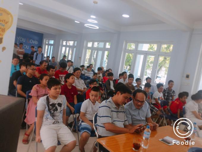 Nhiều học sinh, sinh viên hào hứng tham gia cuộc thi.